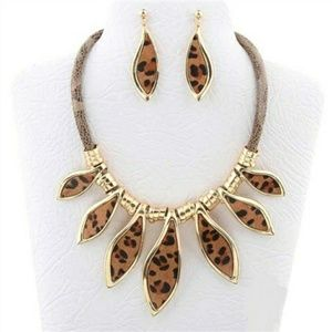 Jewelry - Gold Animal Print Necklace Set